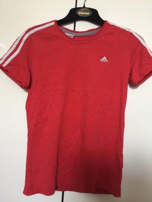 Tennisrock und Tshirt