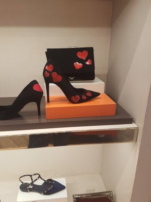 The black pointed shoes with Red heart from Dune