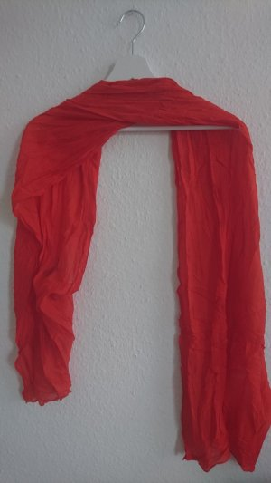 The girl with the red scarf -  feurrroter Schal