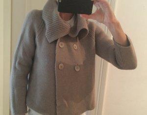 Cache-cœur en tricot gris brun