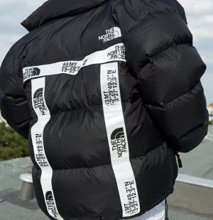 The North Face Nuptse 700 Berlin Limited Edition Daunenjacke Bomberjacke mit Daunen in Schwarz