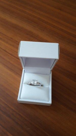 Thomas Sabo Ring aus 925er Silber mit weißem Stein