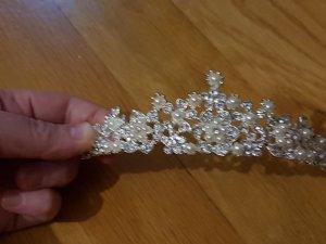Tiara in silber mit elfenbeinfarbigen Perlen