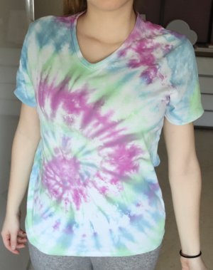 T-shirt col en V multicolore