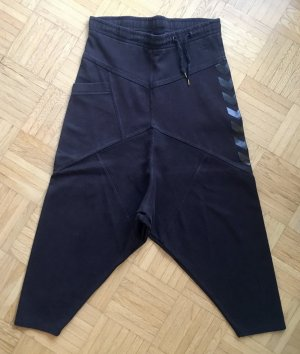 Tief geschnittene Sweatpants von Hummel