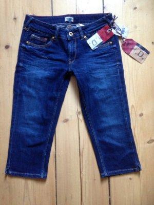 Tiefblaue Sommer-Jeans