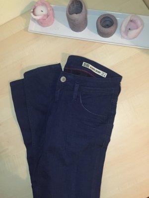 Tiefgeschnittene blaue Jeans von Tommy Hilfiger