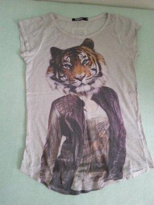 tigha T-Shirt, ganz neu