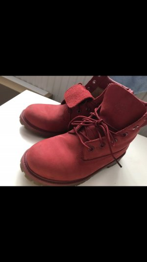 Timberlands in roter Farbe