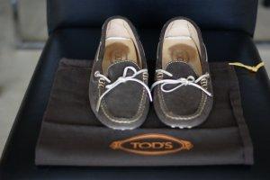Tod's Loafers, dunkelbraunes Veloursleder mit hellgoldener Schnur, 38,