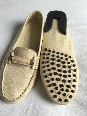 Tod's Sneakers in Beige mit Noppensohle