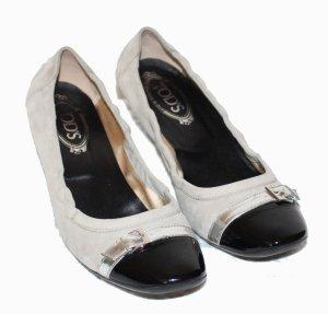 Tod's Bailarinas con punta beige claro-negro Gamuza