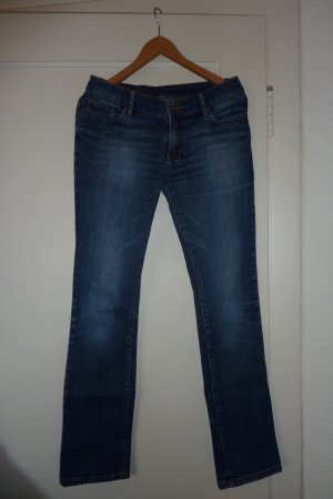 Toll geschnittene Jeans von Review