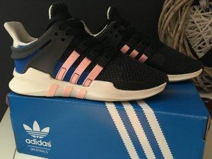 Tolle Adidas Schuhe abzugeben