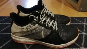 tolle Adidas Schuhe Gr. 39 1/3