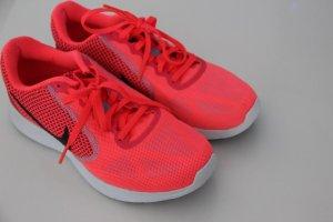Tolle auffallende Nike Sneaker