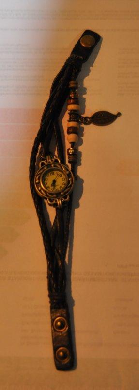 Reloj marrón oscuro vidrio