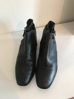 Urban Outfitters Booties black leather