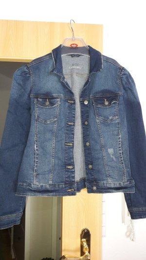 Tolle EDC Jeansjacke mit Rüschendetails an der Schulter