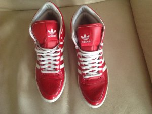 Tolle, feuerrote Adidas Schuhe