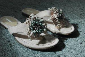 Tolle Flip Flop Sandalen mit ausgefallenen Details in Pastellfarben Größe 36