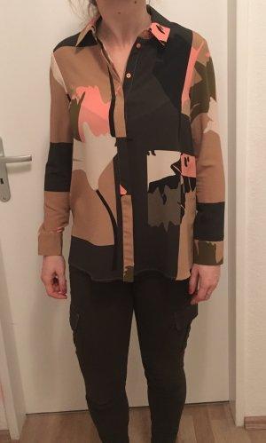 Tolle gemusterte Camouflage Bluse von Topshop