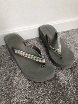 Tolle grau Flip-Flops mit Keilabsatz Schuhe Gr. 37
