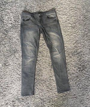Tolle graue Jeanshose von zara Größe 40