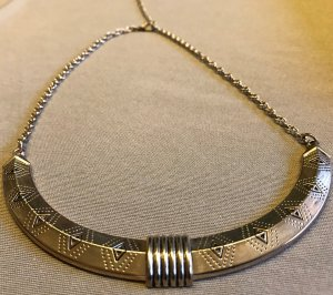 tolle Halskette silber silberfarben mit Muster Halbkreis Statement Kette