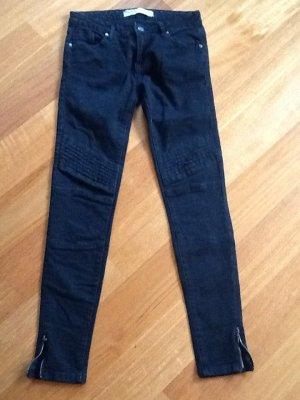 Tolle Jeans, Skinny, schwarz in Biker - Optik