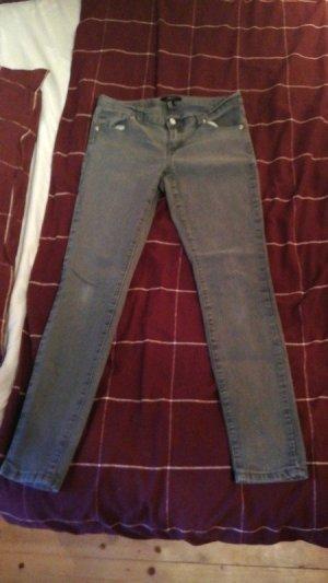 Tolle Jeans Slim Röhre Gr 40 grau Forever 21