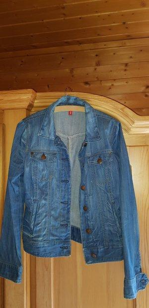 Tolle Jeansjacke  -  toller Schnitt - so gut wie neu