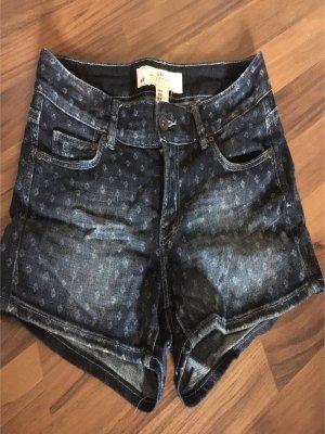 Tolle Jeansshorts, leicht gemustert
