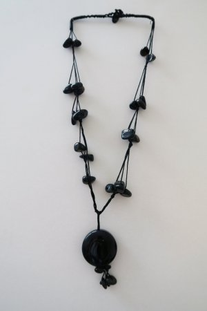 tolle Kette mit schwarzen Steinen