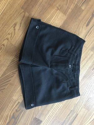 Tolle kurze schwarze Hose für die Übergangszeit und kälteren Monate