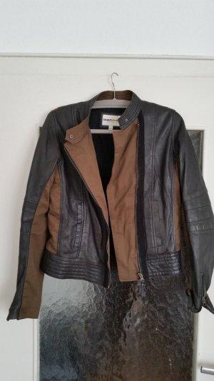 Tolle Leder- und Textiljacke in khaki und schwarz von Clements Ribeiro.