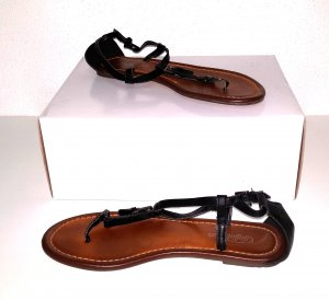 Tolle Leder Zehentrenner - Sandale von Buffalo Gr.38