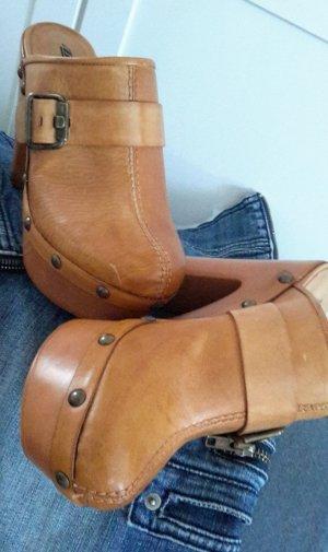 Tolle neue Leder-Clogs im 70er Jahre Style von Bee.Fly