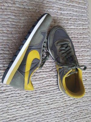 Tolle Nike Air Sneaker Gr. 40.5 (40)