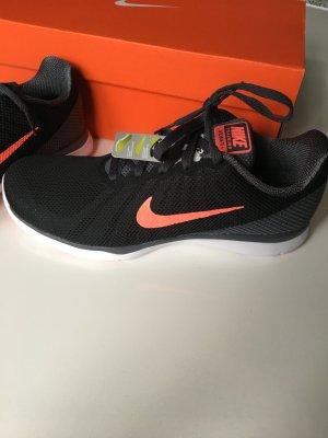 Tolle Nike Schuhe neu