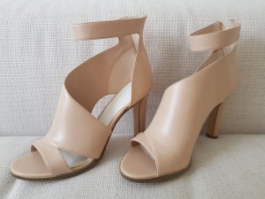 Charles & Keith Stivaletto cut out crema-color carne
