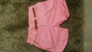 Tolle pinke Shorts mit süßem Gürtel