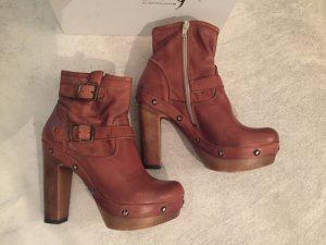 tolle Plateau Stiefelette von Ovye by Christina Lucchi in cognac Gr. 38