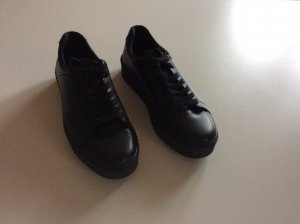 Tolle Plateu Ledersneaker all in black von Tamaris