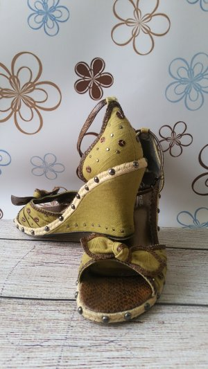 Strapped Sandals olive green