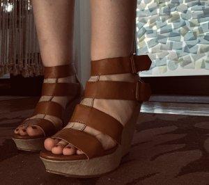 Tolle Sandalen mit Keilabsätzen