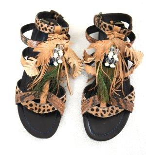 Tolle Sandalen von Janet & Janet mit Leder, Fell, Perlen und Pfauenfedern
