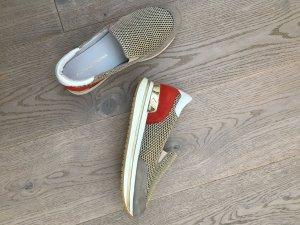 Tolle Sneaker in rot, gold und weiß