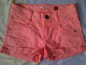 Tolle sommerliche Hotpants in knalligem Orange/Lachs