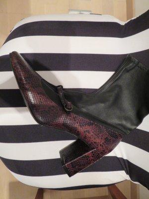 Tolle Stiefelette von Zara in bordeaux schwarz in Leder von Zara in  41 mit Kunstlederstrumpf in schwarz Strumpfstiefelette